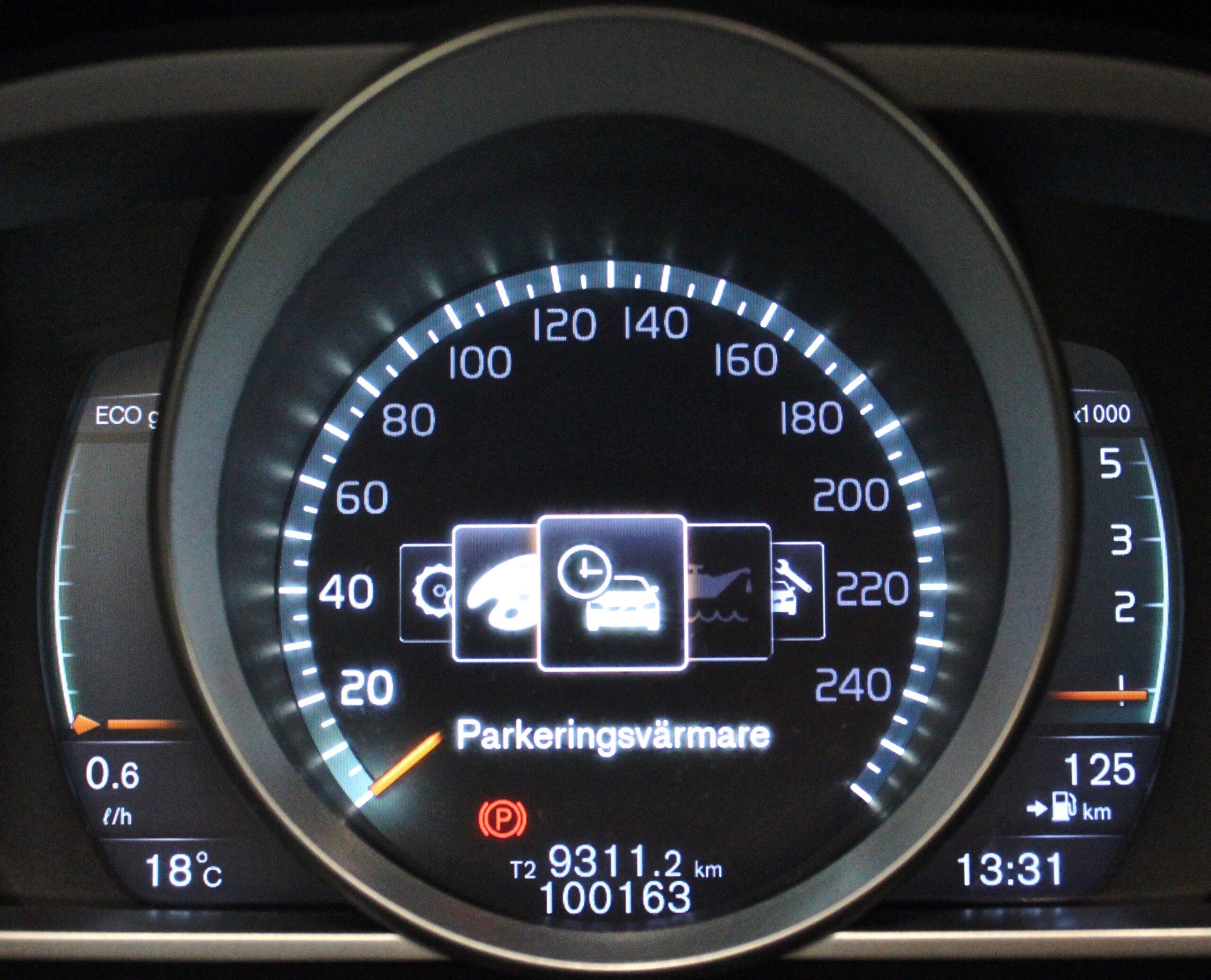 Volvo V40 Cross country D2 Momentum Euro 6 VOC