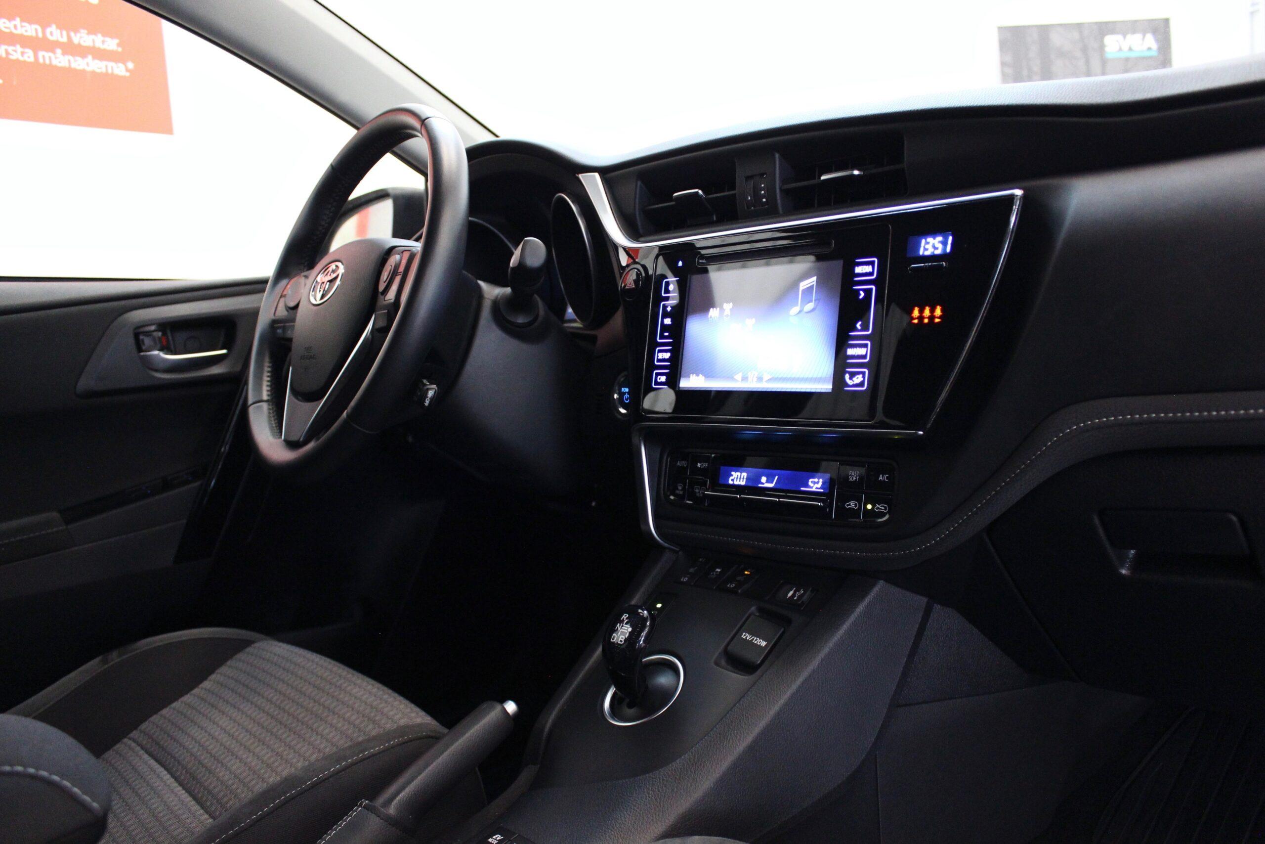 Toyota Auris Hybrid 1.8 VVT-i + 3JM CVT Comfort Euro 6 136hk